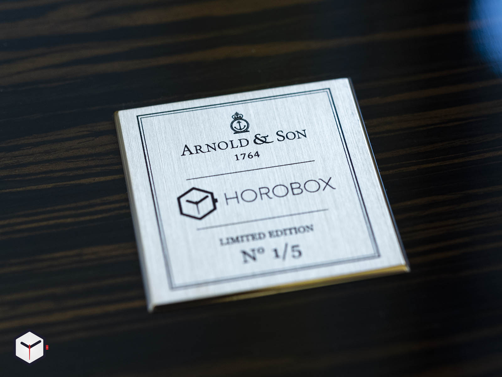 arnold-son-globetrotter-horobox-limited-edition-8.jpg