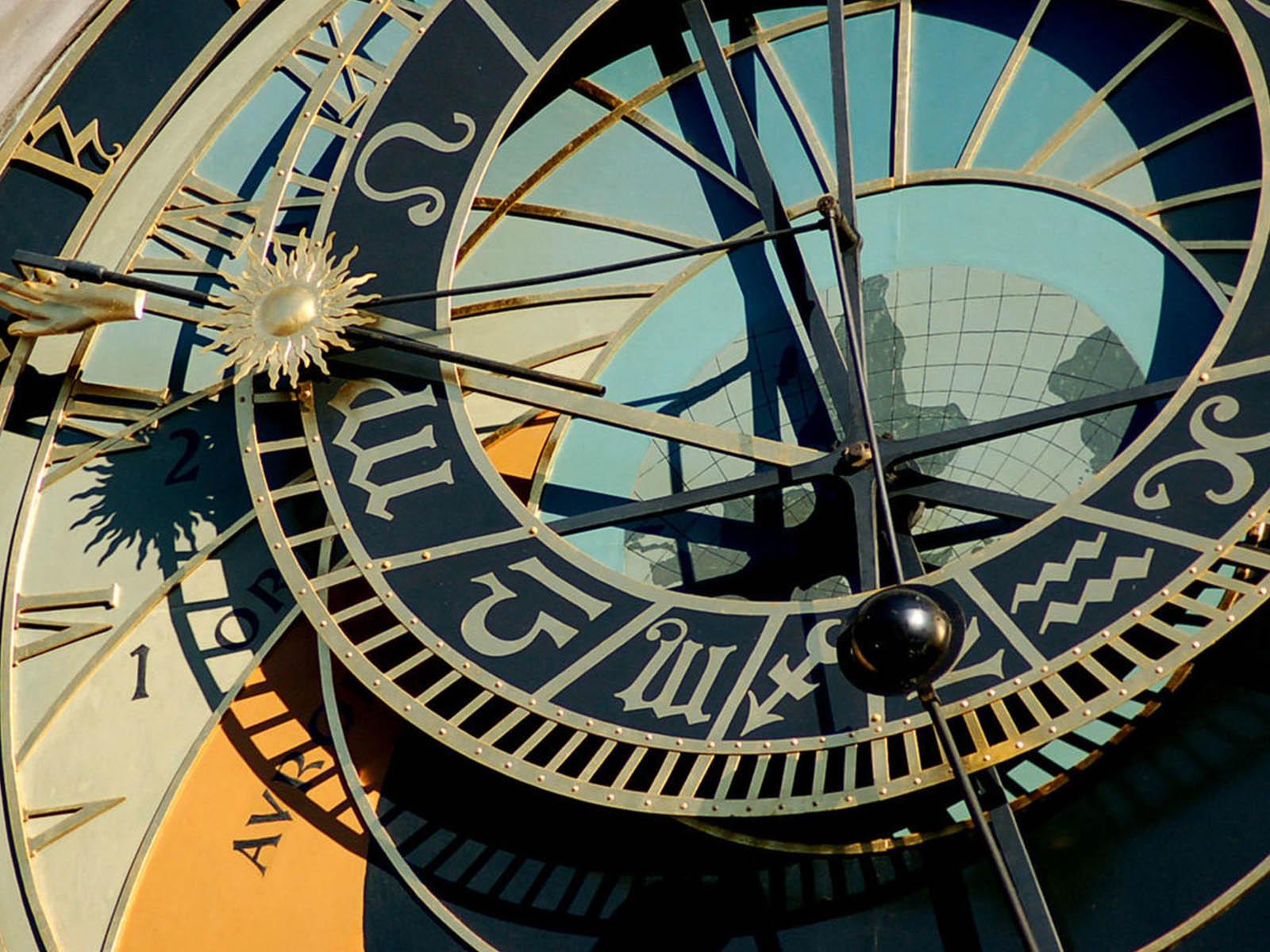 astronomical-clocks-prague-orloj-3.jpg