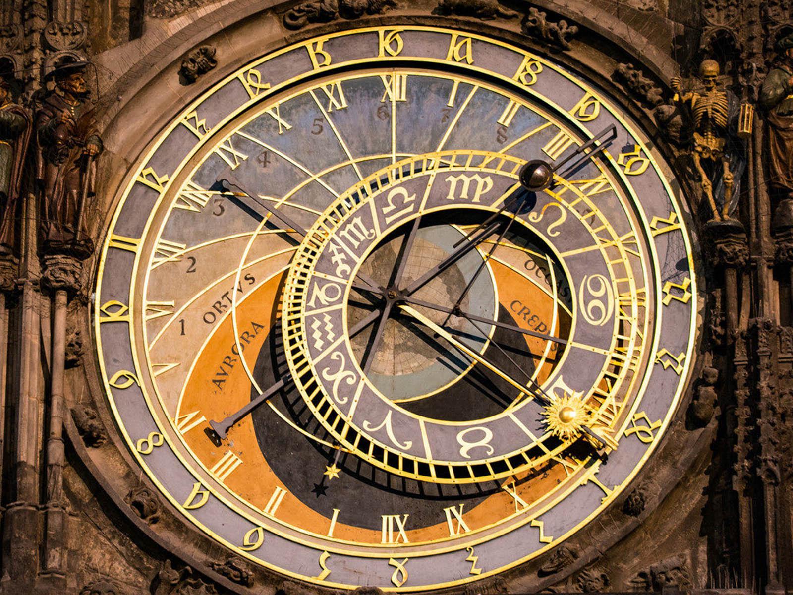 astronomical-clocks-prague-orloj-4.jpg