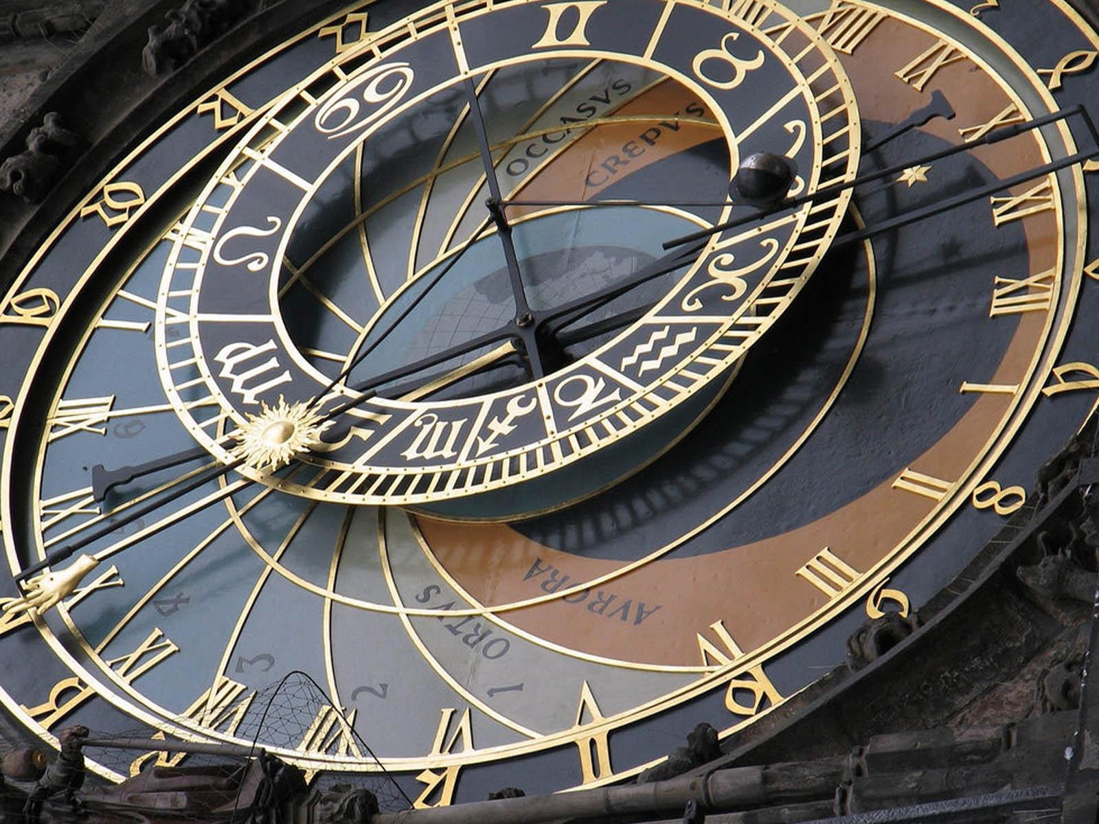 astronomical-clocks-prague-orloj-5.jpg