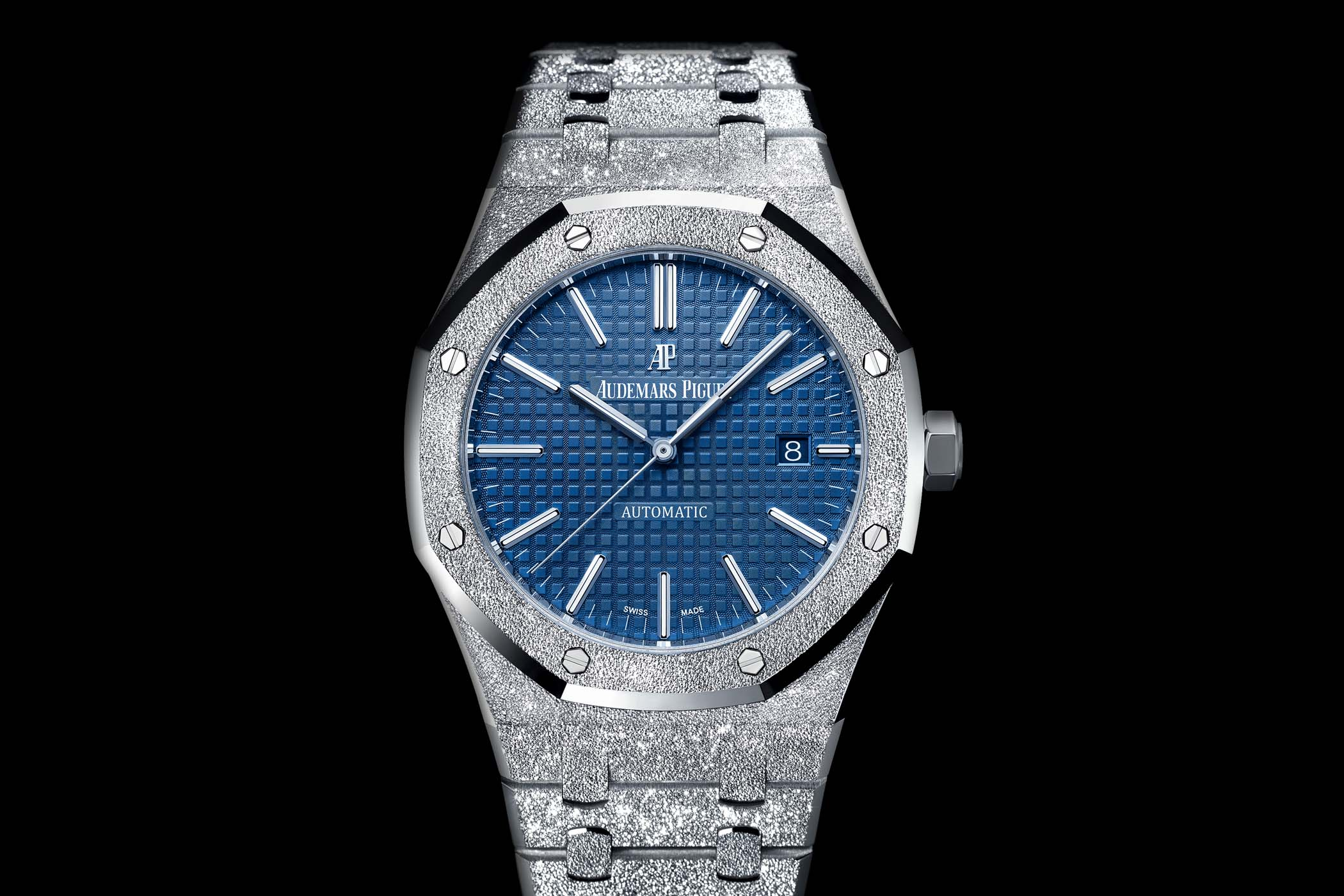 Audemars-Piguet-Royal-Oak-Frosted-Gold-41mm-15410BC-3.jpg