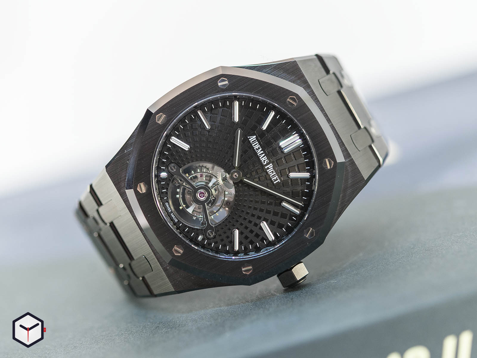 audemars-piguet-royal-oak-tourbillon-extra-thin-black-ceramic-1.jpg