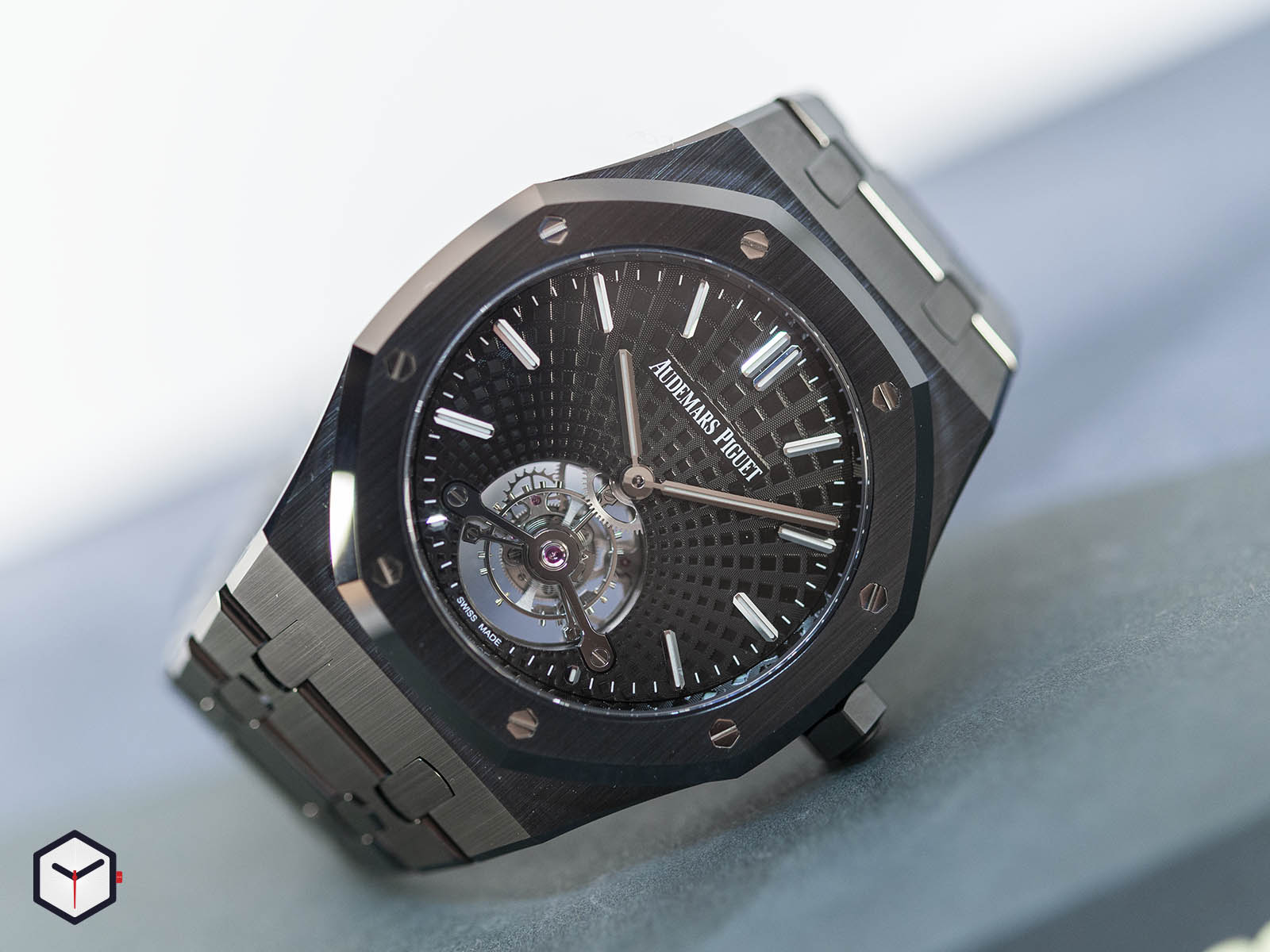 audemars-piguet-royal-oak-tourbillon-extra-thin-black-ceramic-2.jpg
