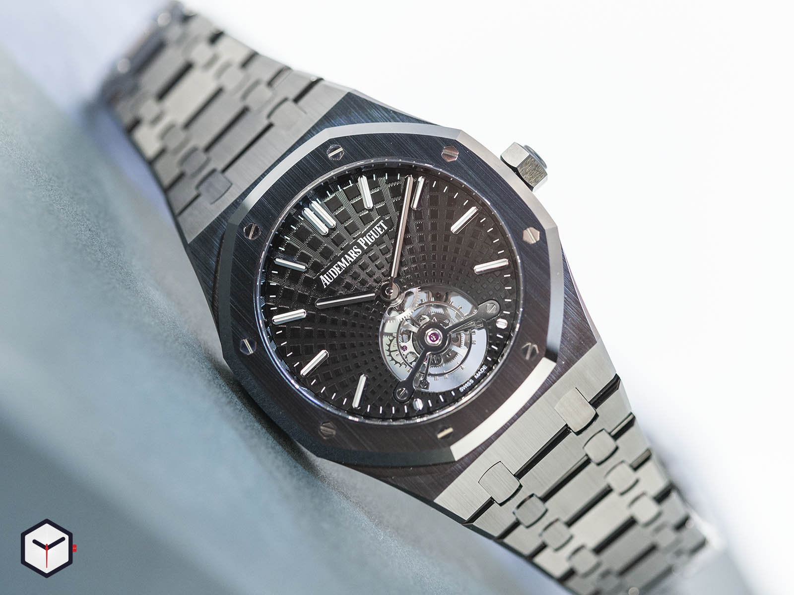 audemars-piguet-royal-oak-tourbillon-extra-thin-black-ceramic-3.jpg