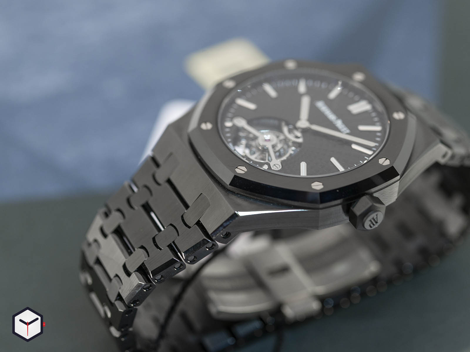 audemars-piguet-royal-oak-tourbillon-extra-thin-black-ceramic-4.jpg