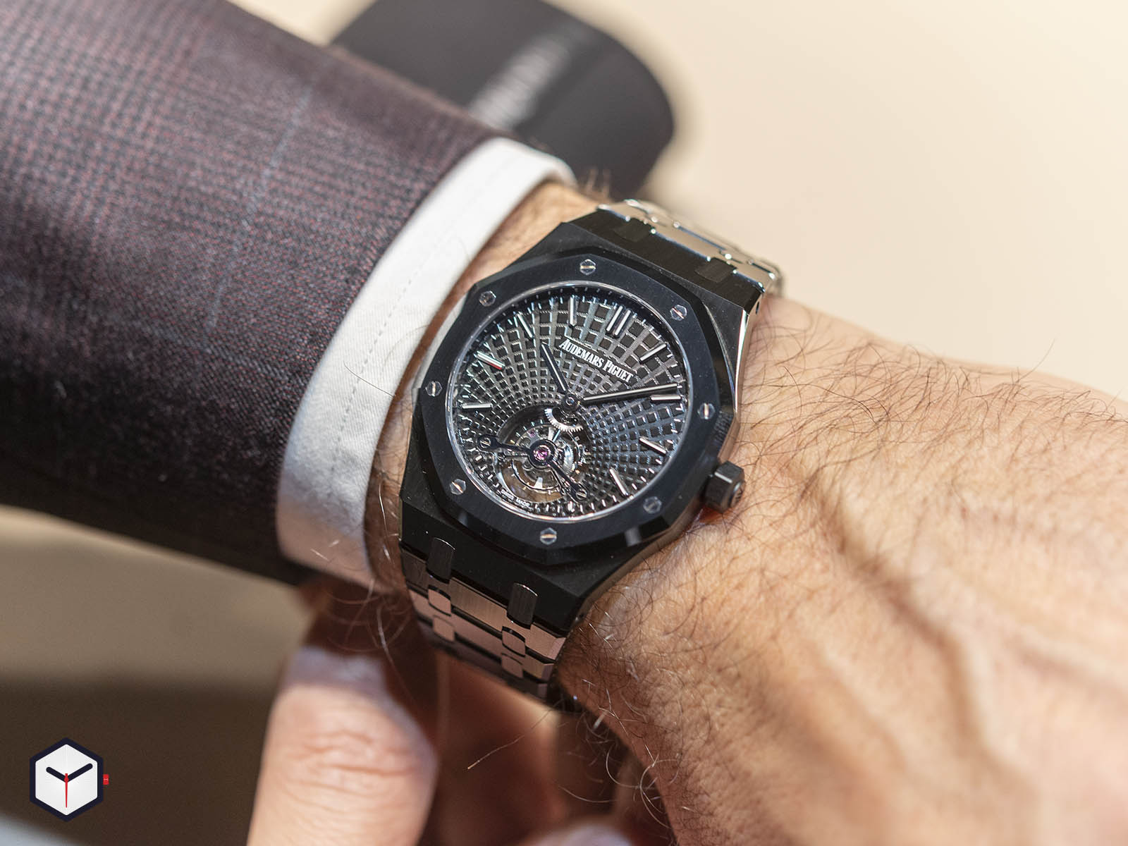 audemars-piguet-royal-oak-tourbillon-extra-thin-black-ceramic-9.jpg