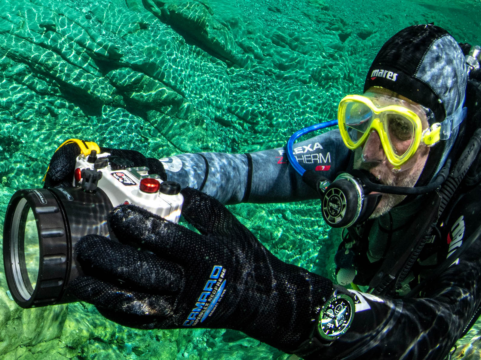 blancpain-fifty-fathoms-bathyscaphe-chronograph-flyback-green-3.jpg