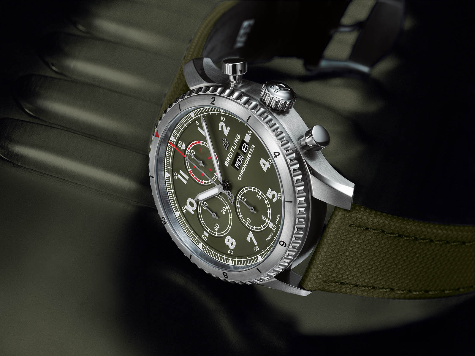 a13316-breitling-aviator-8-chronograph-43-curtiss-warhawk-1.jpg