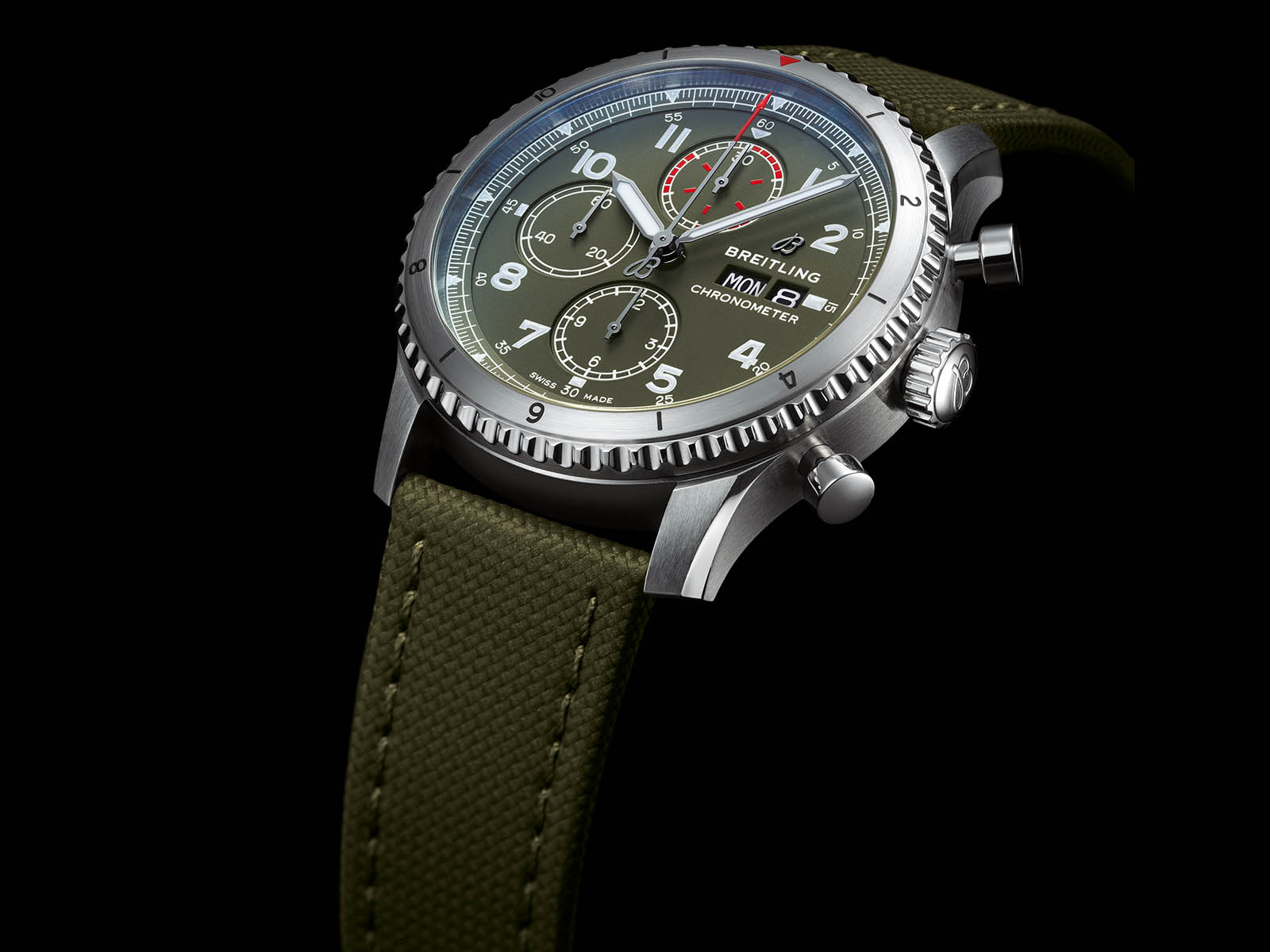 a13316-breitling-aviator-8-chronograph-43-curtiss-warhawk-2.jpg