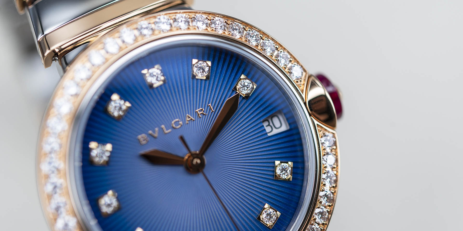 102980-bulgari-lvcea-automatic-stainless-steel-gold-1.jpg