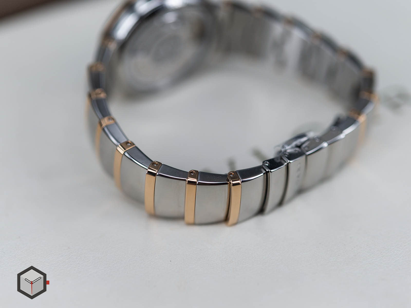 102980-bulgari-lvcea-automatic-stainless-steel-gold-11.jpg