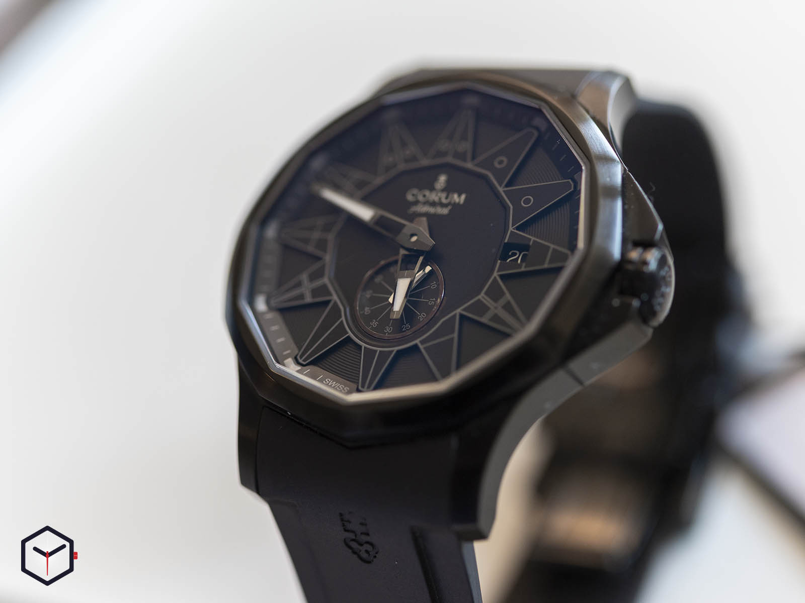 a395-03818-corum-admiral-42-full-black-limited-edition-2.jpg