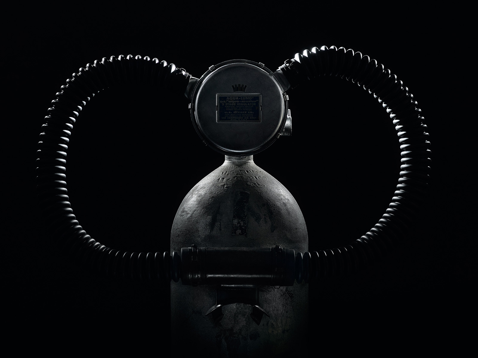 DOXA-SUB-300-Black-Lung-2.jpg