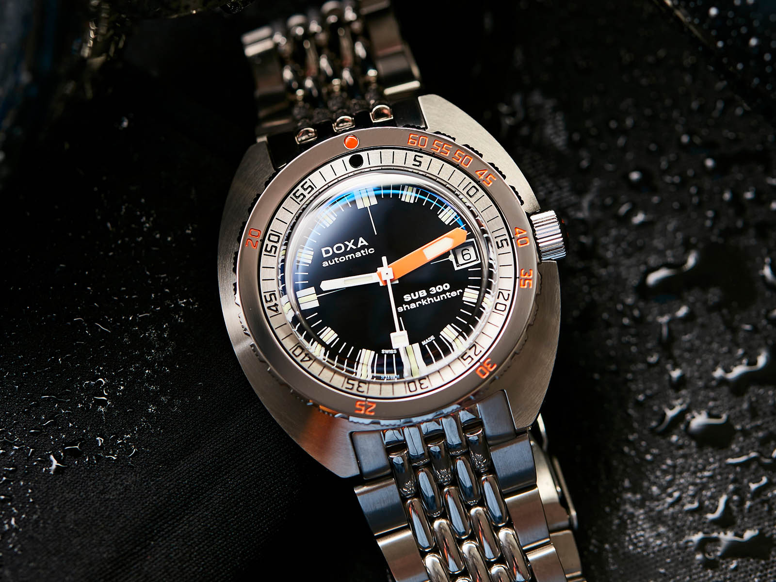821-10-101-10-doxa-sub300-black-sharkhunter-1.jpg