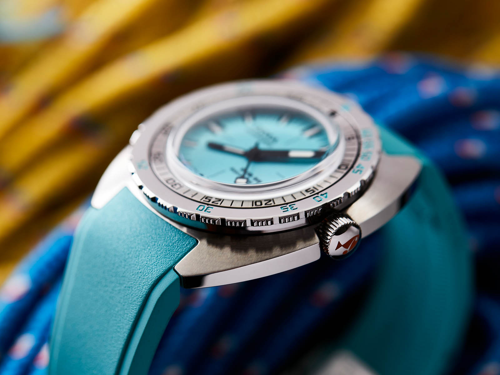 821-10-241-25-doxa-sub300-aquamarine-2.jpg