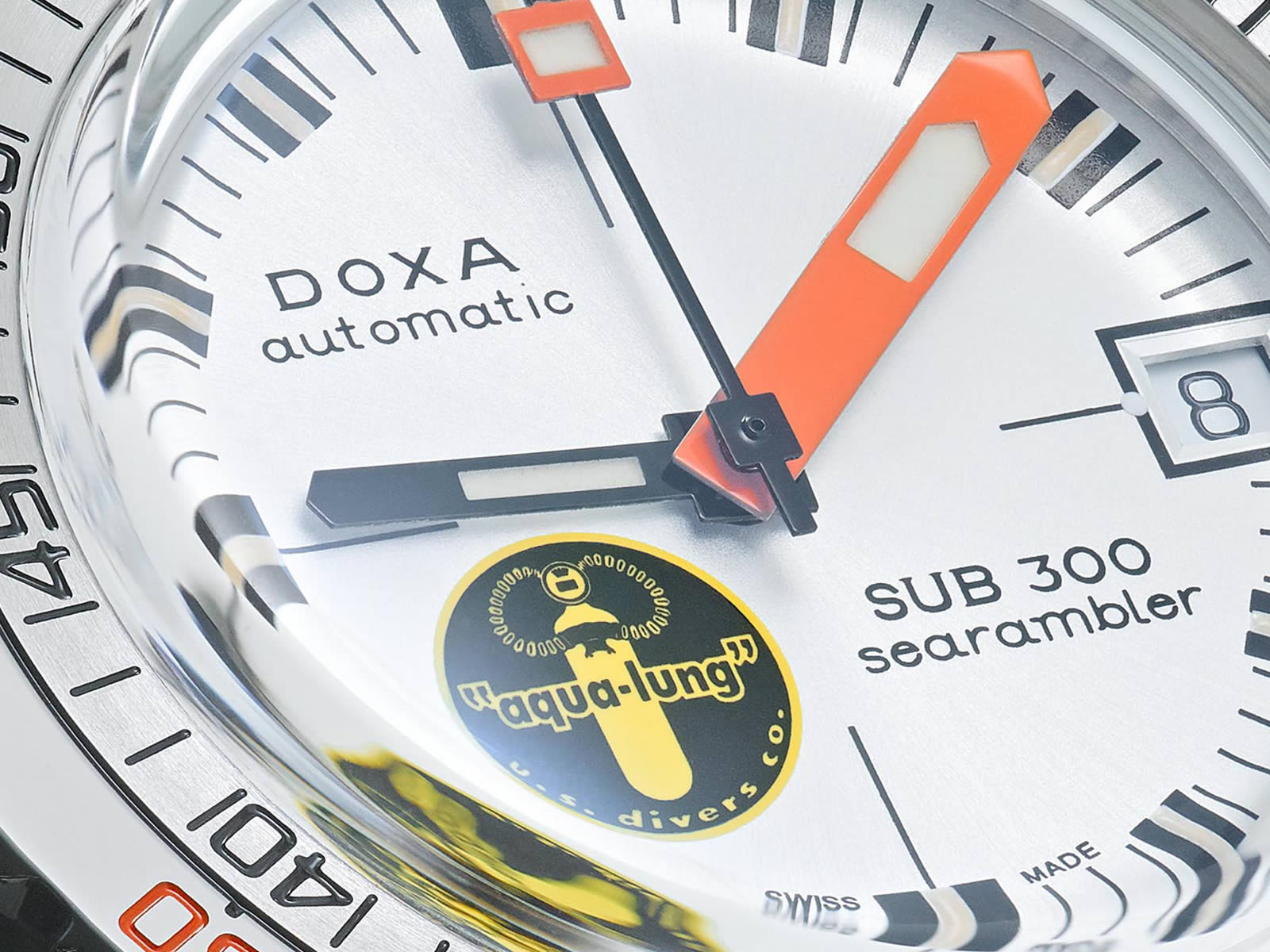 doxa-sub-300-searambler-silver-lung-5-.jpg