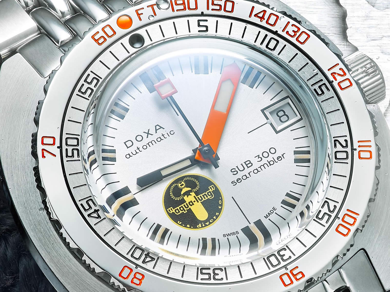 doxa-sub-300-searambler-silver-lung-6-.jpg