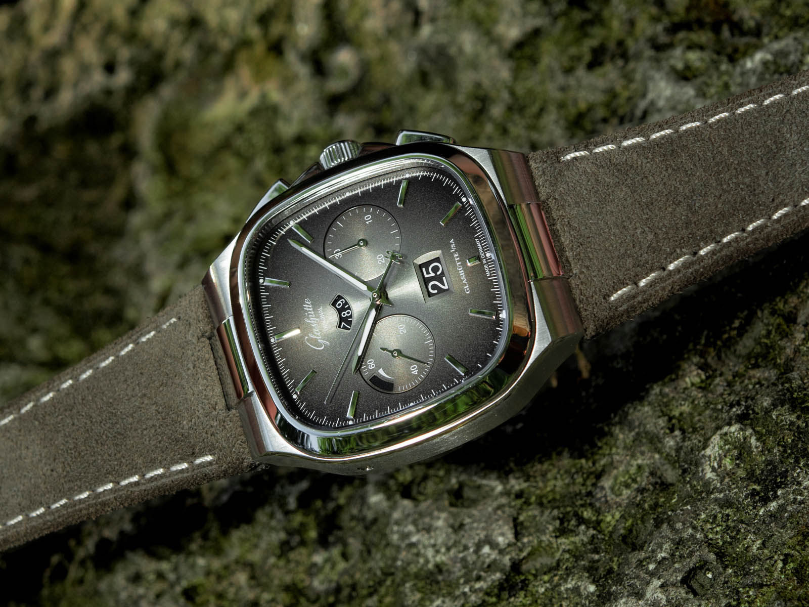 1-37-02-05-02-35-glashutte-original-seventies-chronograph-panorama-date-1.jpg