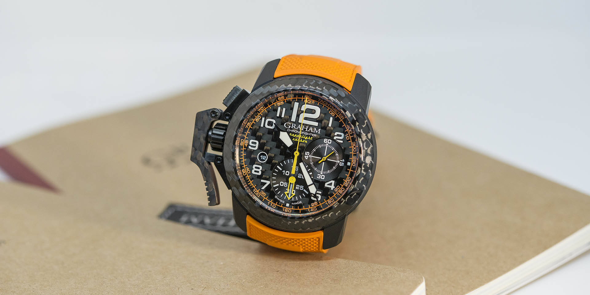 Graham-Chronofighter-Superlight-Carbon-4.jpg