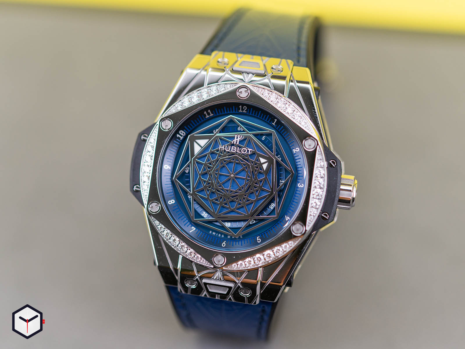 465-ss-7179-vr-1204-mxm19-hublot-big-bang-sang-bleu-steel-blue-diamonds-2.jpg