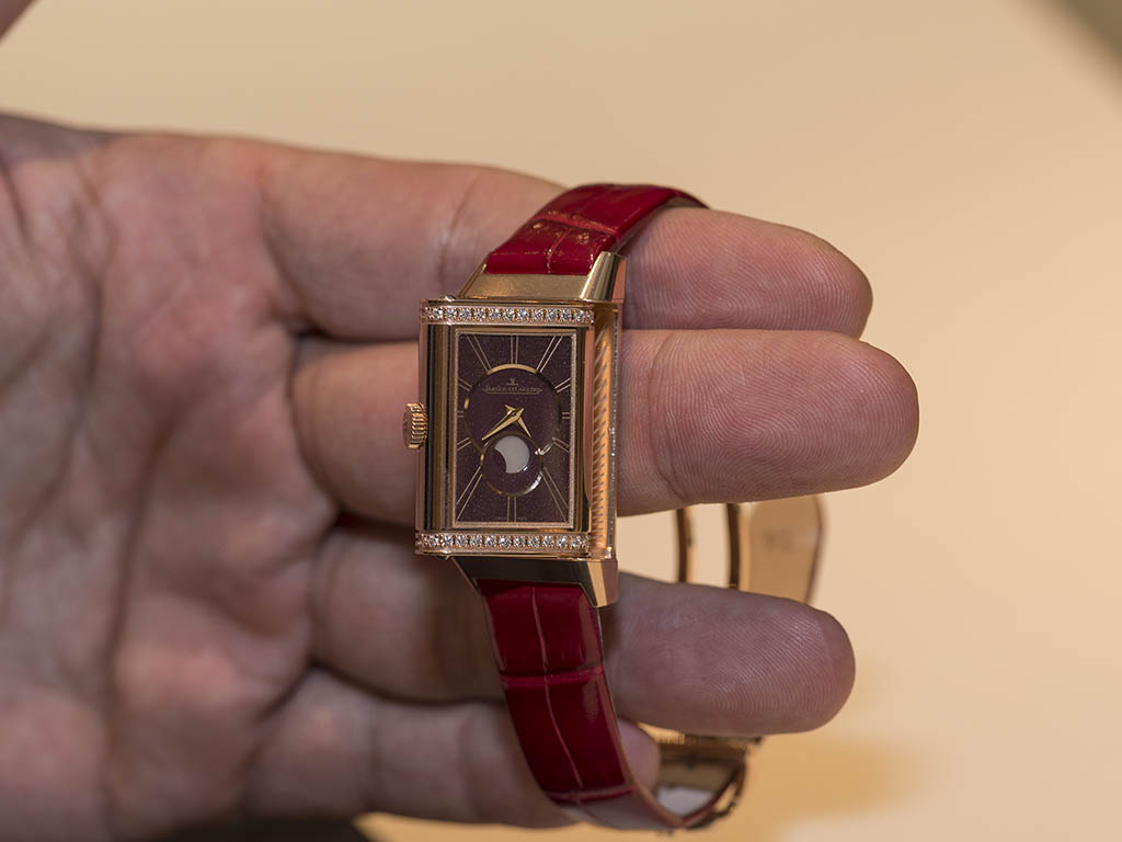 Jaeger-LeCoultre-Reverso-One-Duetto-Moon-3352420-2.jpg