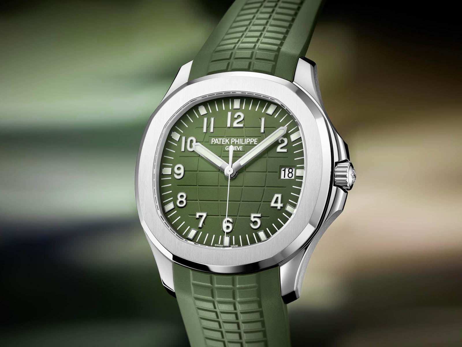 5168g-patek-philippe-aquanaut-jumbo-42mm-white-gold-khaki-green.jpg
