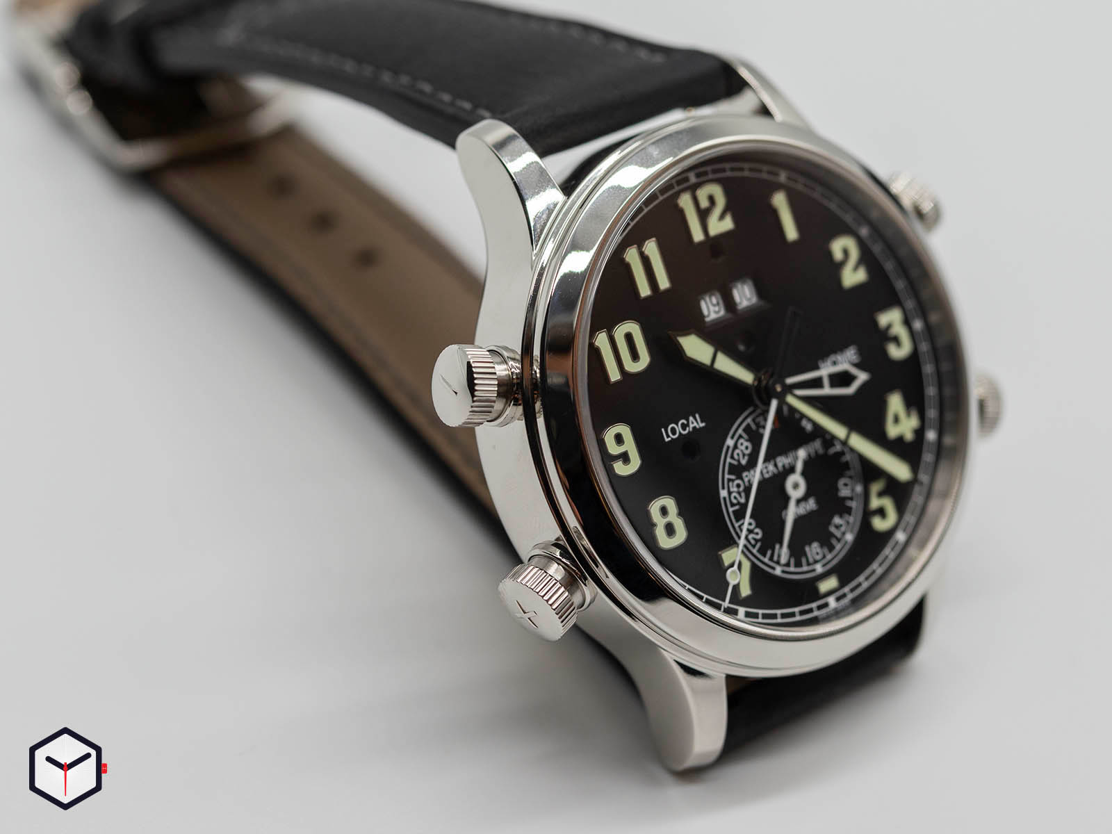 mechanical-alarm-watches-patek-philippe-5520p-2.jpg