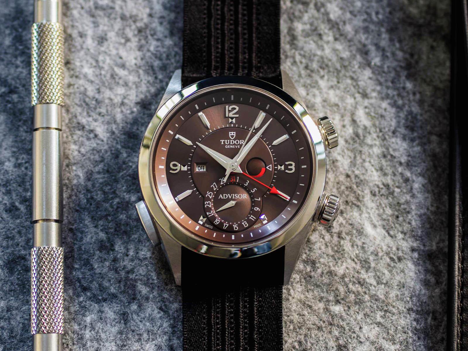 mechanical-alarm-watches-tudor-heritage-advisor-1.jpg