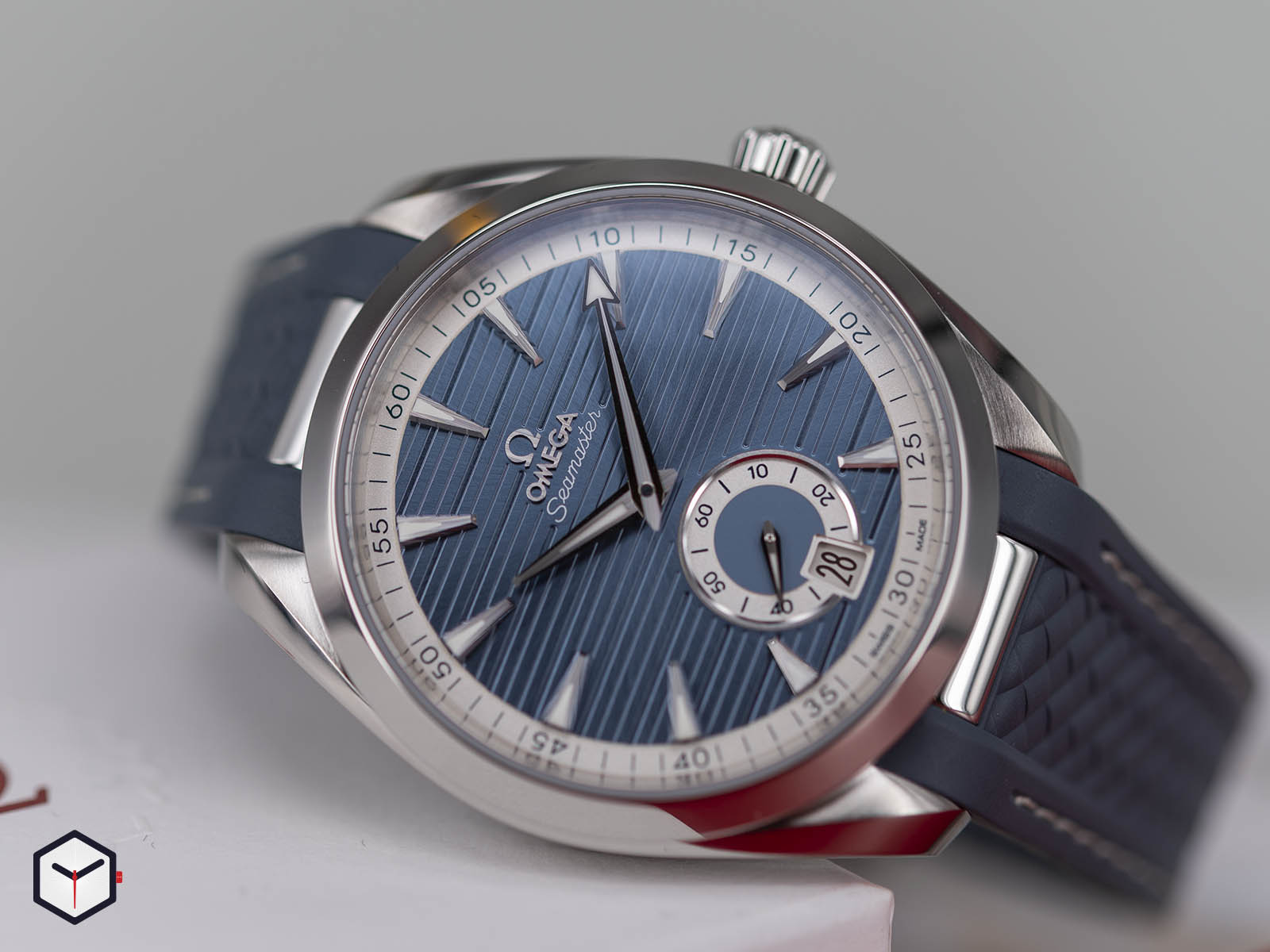 omega-aqua-terra-150m-co-axial-master-chronometer-small-seconds-41mm-2.jpg