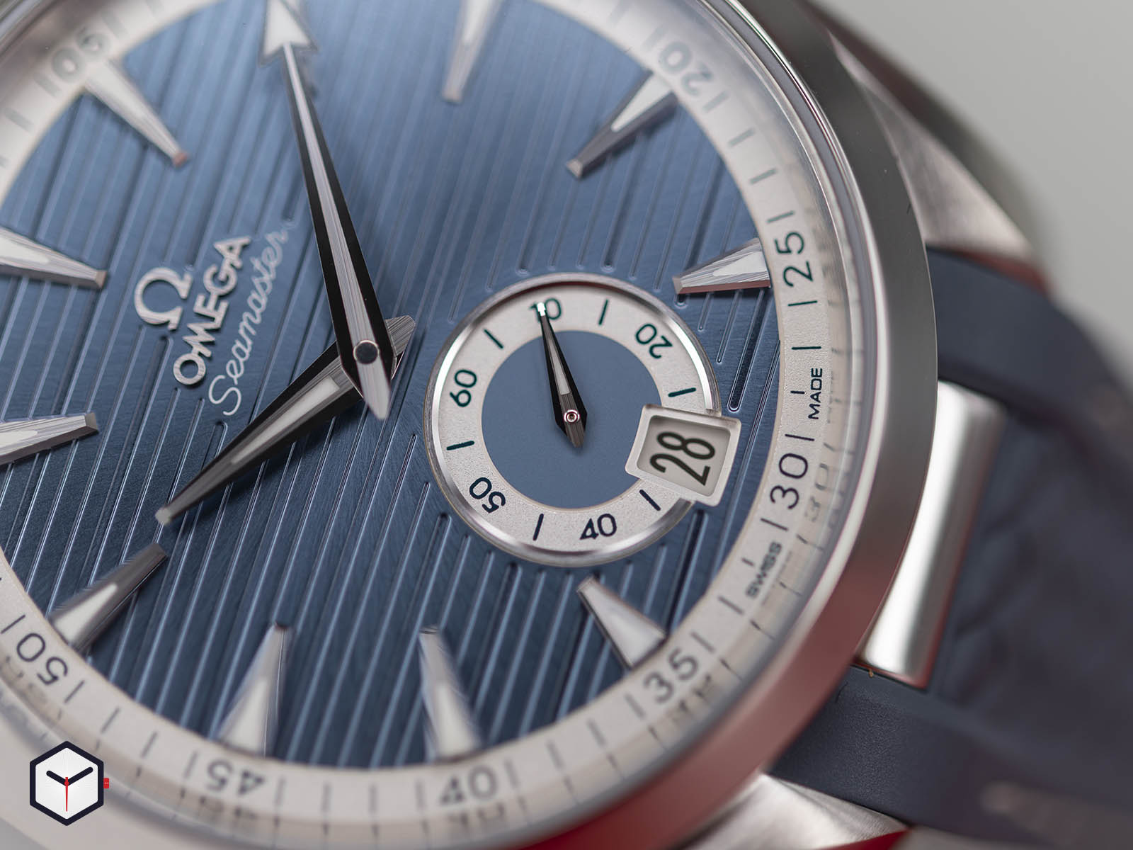 omega-aqua-terra-150m-co-axial-master-chronometer-small-seconds-41mm-4.jpg
