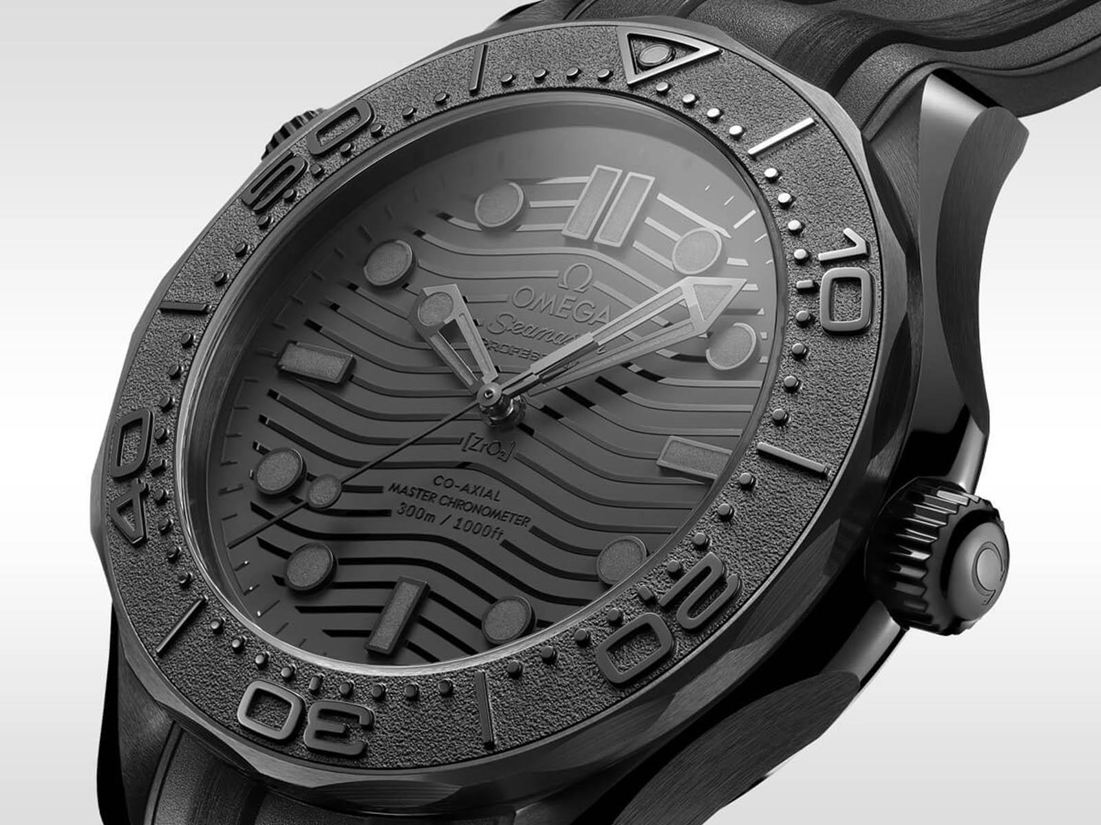 210-92-44-20-01-003-omega-seamaster-300-diver-black-black-2.jpg
