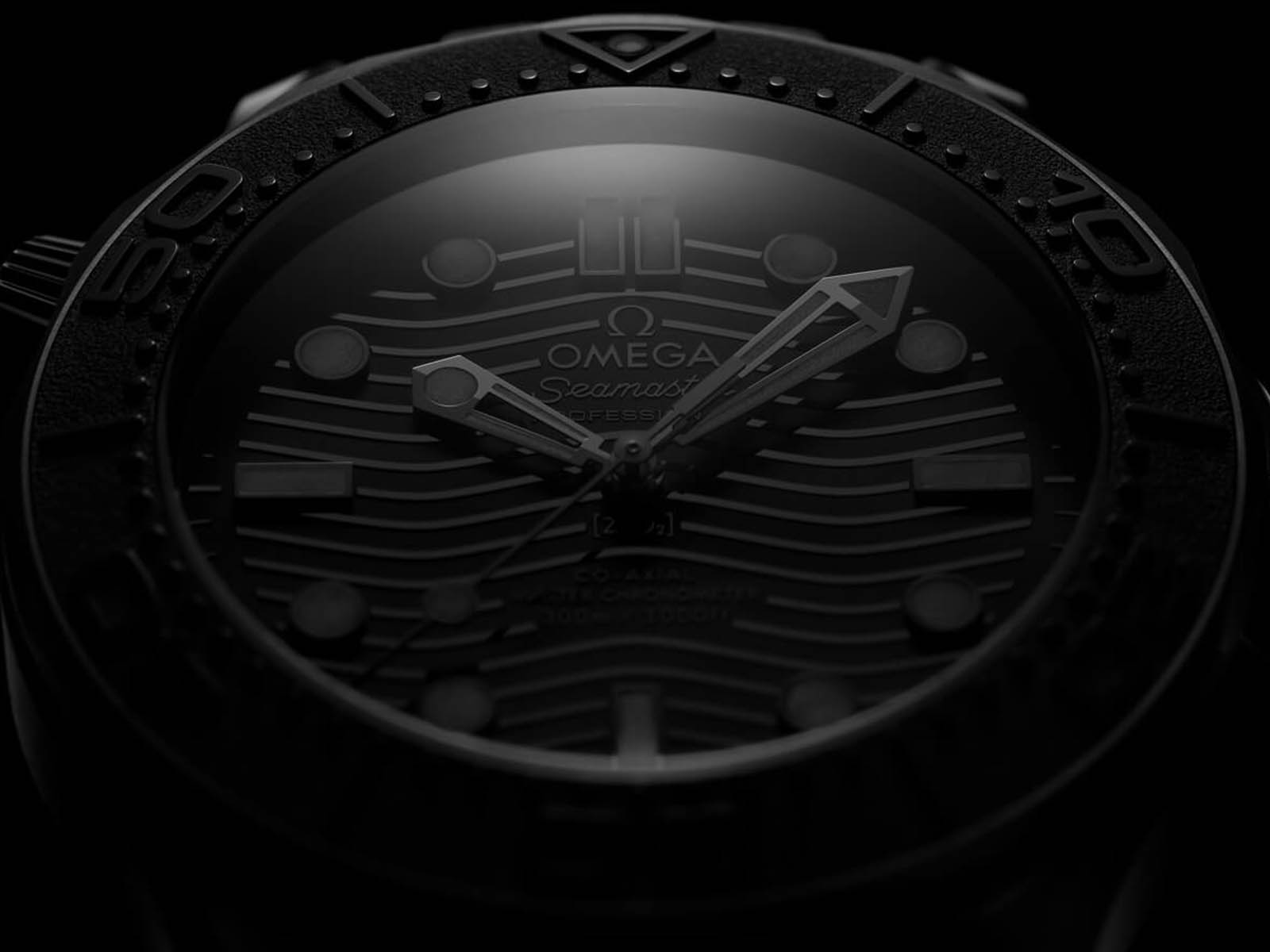210-92-44-20-01-003-omega-seamaster-300-diver-black-black-4.jpg