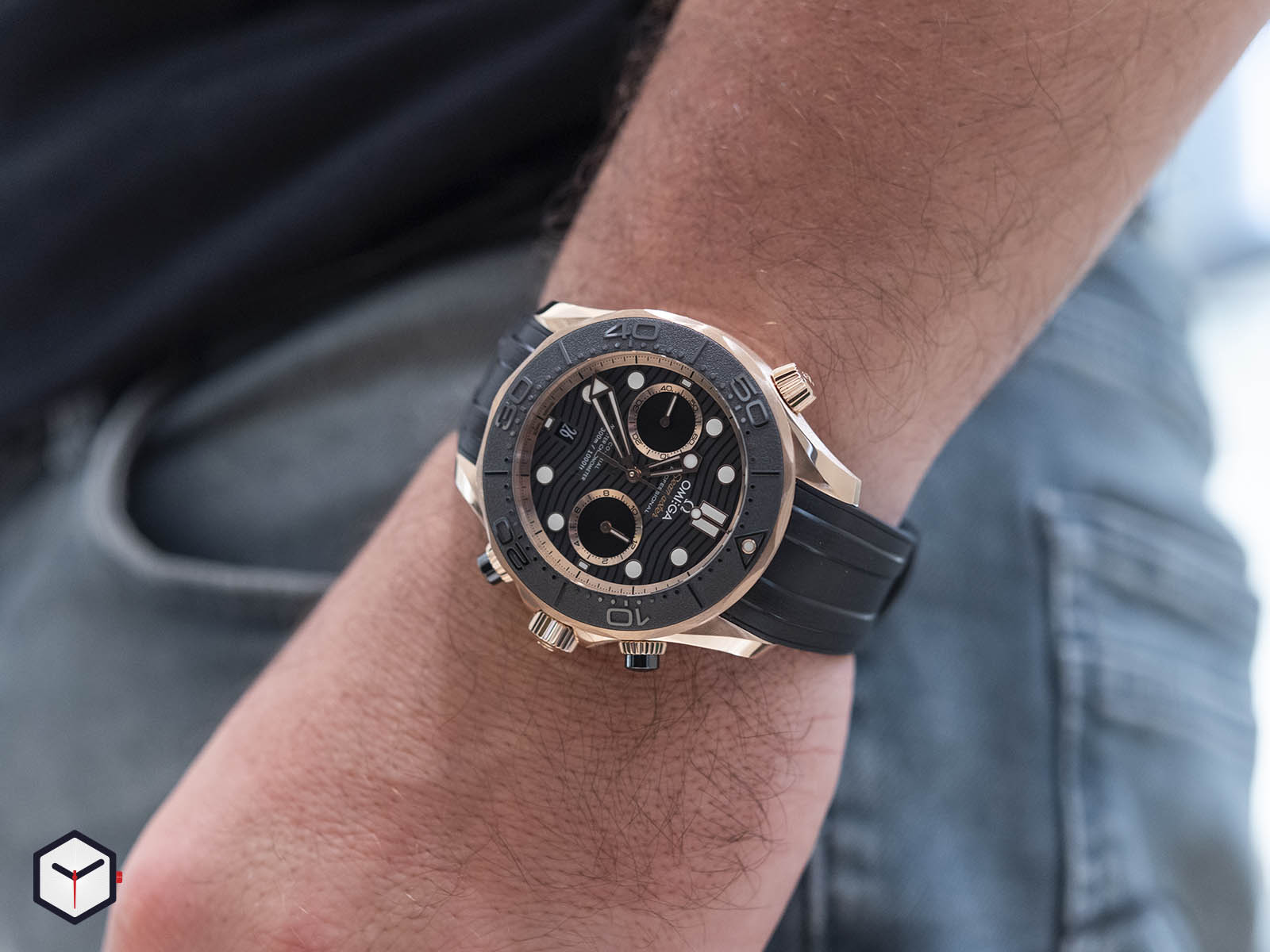 210-62-44-51-01-001-omega-seamaster-diver-300m-co-axial-master-chronometer-chronograph-8.jpg