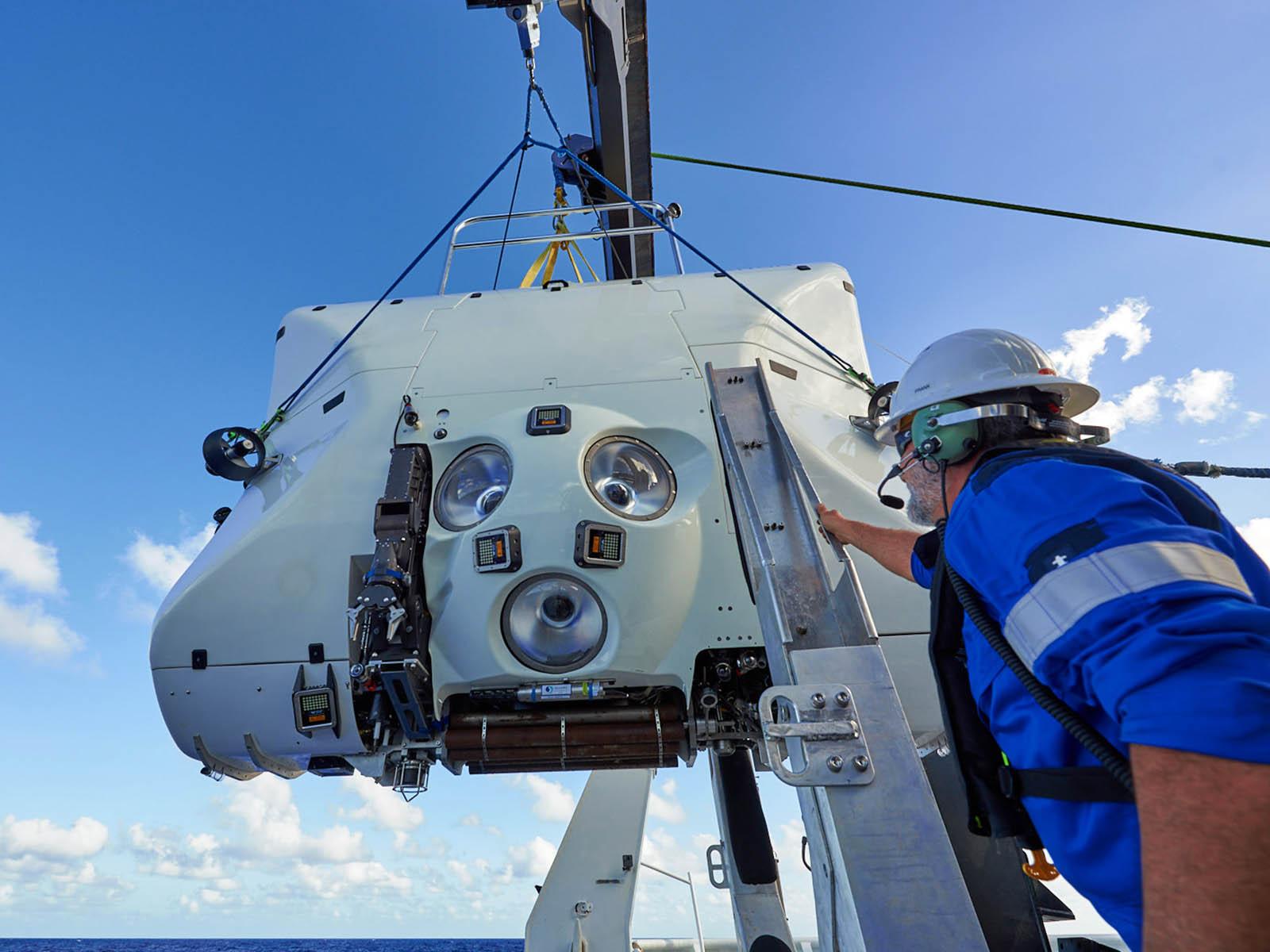omega-seamaster-planet-ocean-ultra-deep-professional-10.jpg
