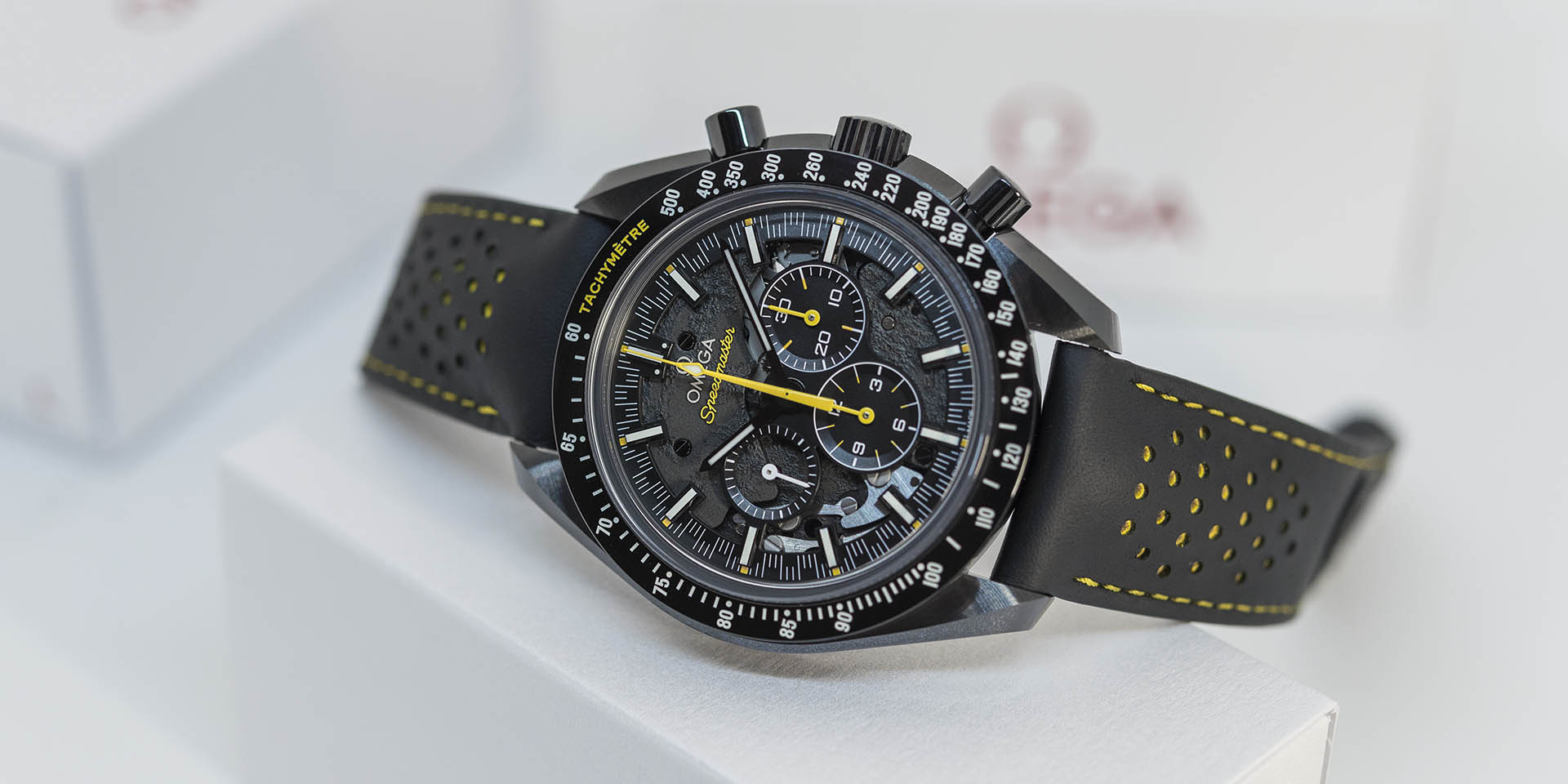311-92-44-30-01-001-omega-speedmaster-dark-side-of-the-moon-apollo-8-1.jpg