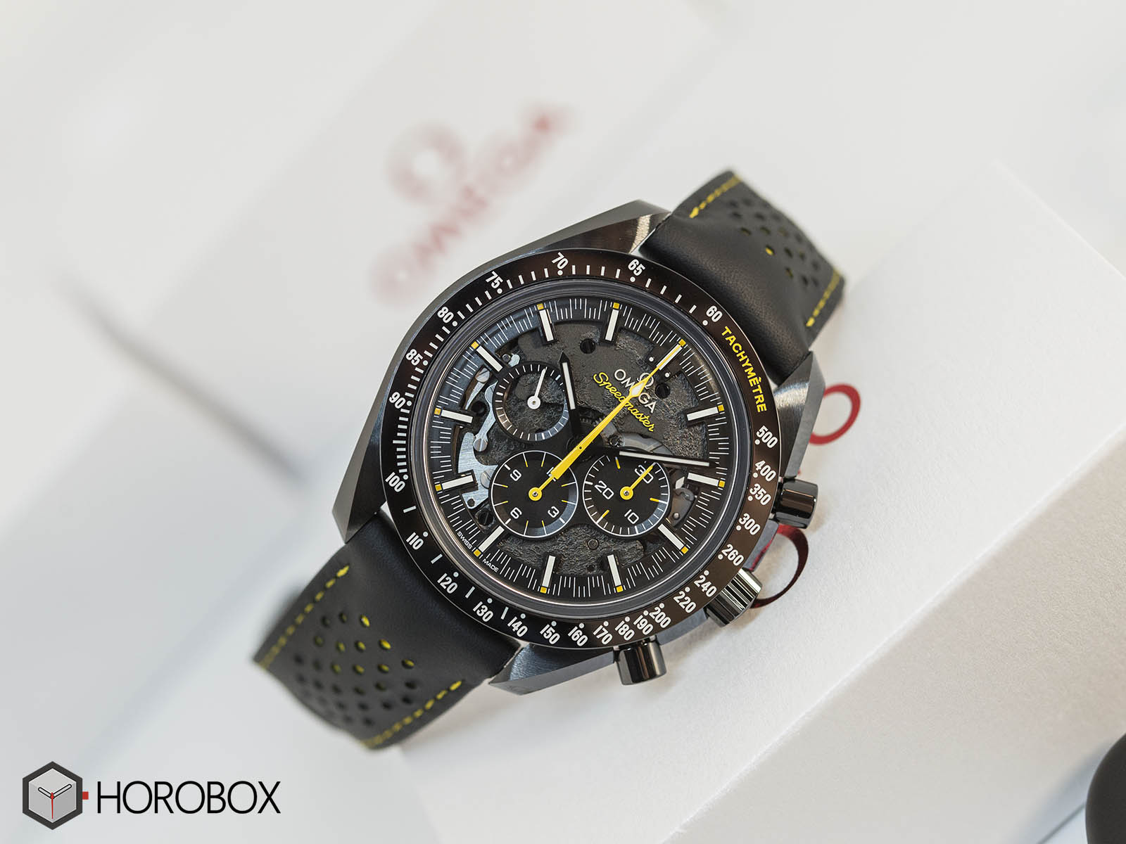 311-92-44-30-01-001-omega-speedmaster-dark-side-of-the-moon-apollo-8-2.jpg