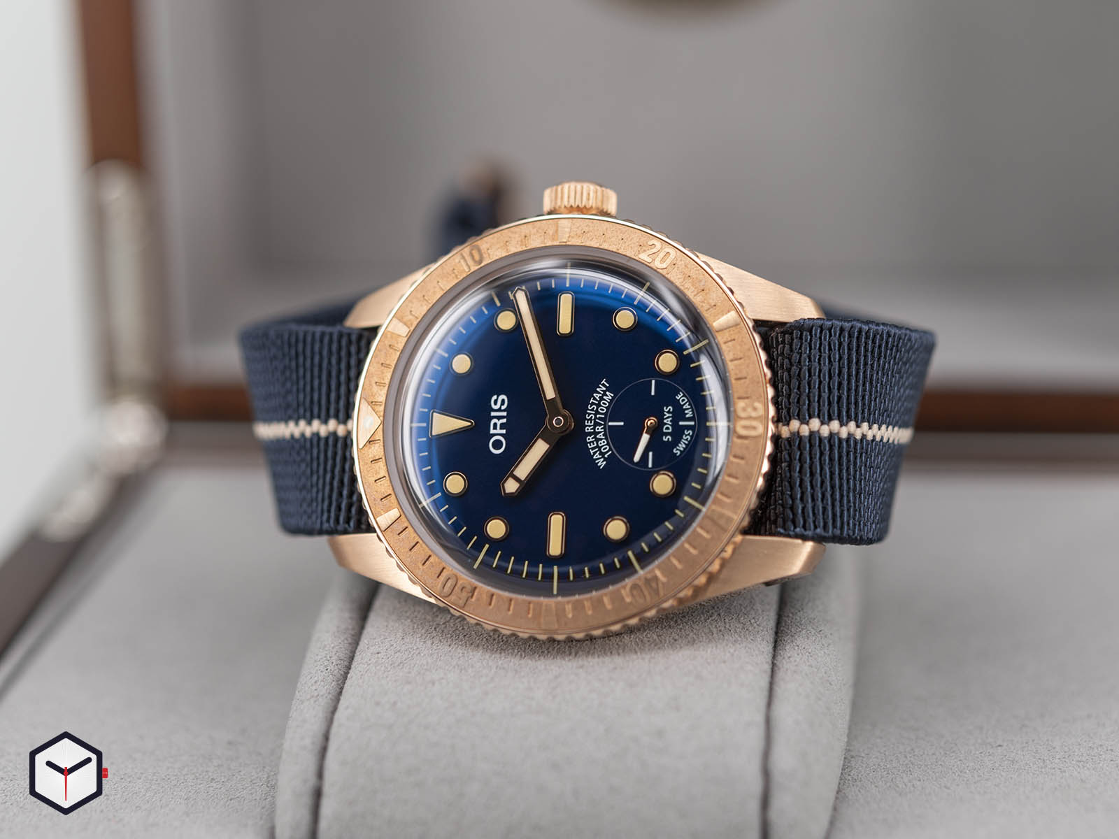 01-401-7764-3185-oris-carl-brashear-calibre-401-limited-edition-1.jpg