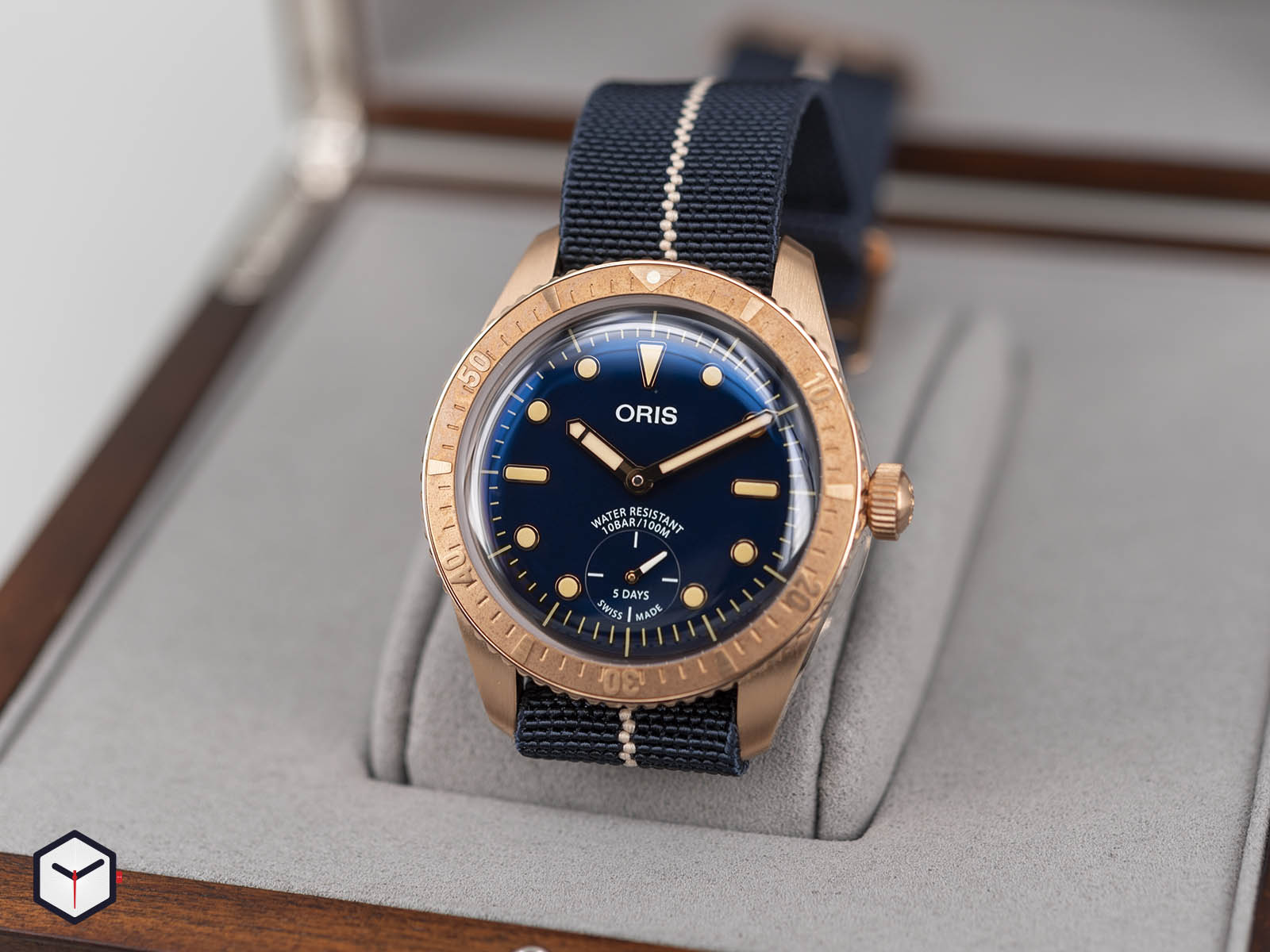 01-401-7764-3185-oris-carl-brashear-calibre-401-limited-edition-2.jpg