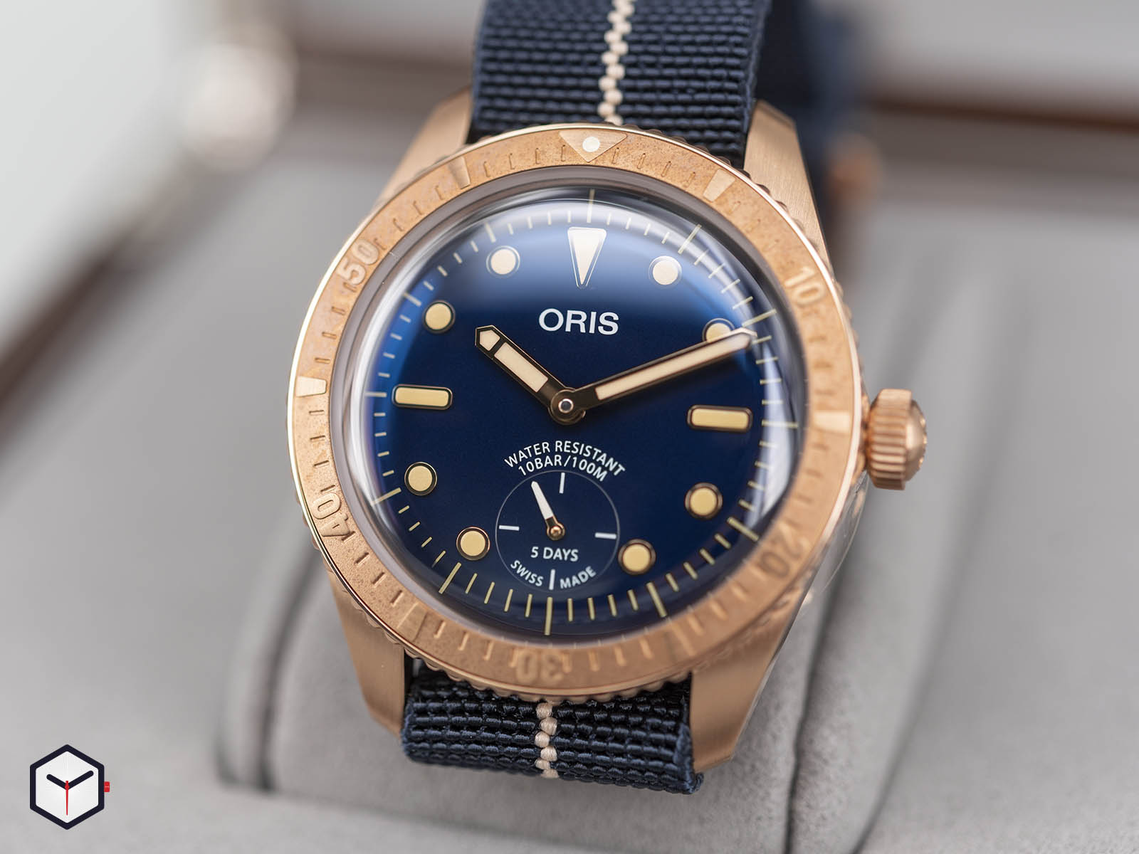01-401-7764-3185-oris-carl-brashear-calibre-401-limited-edition-3.jpg