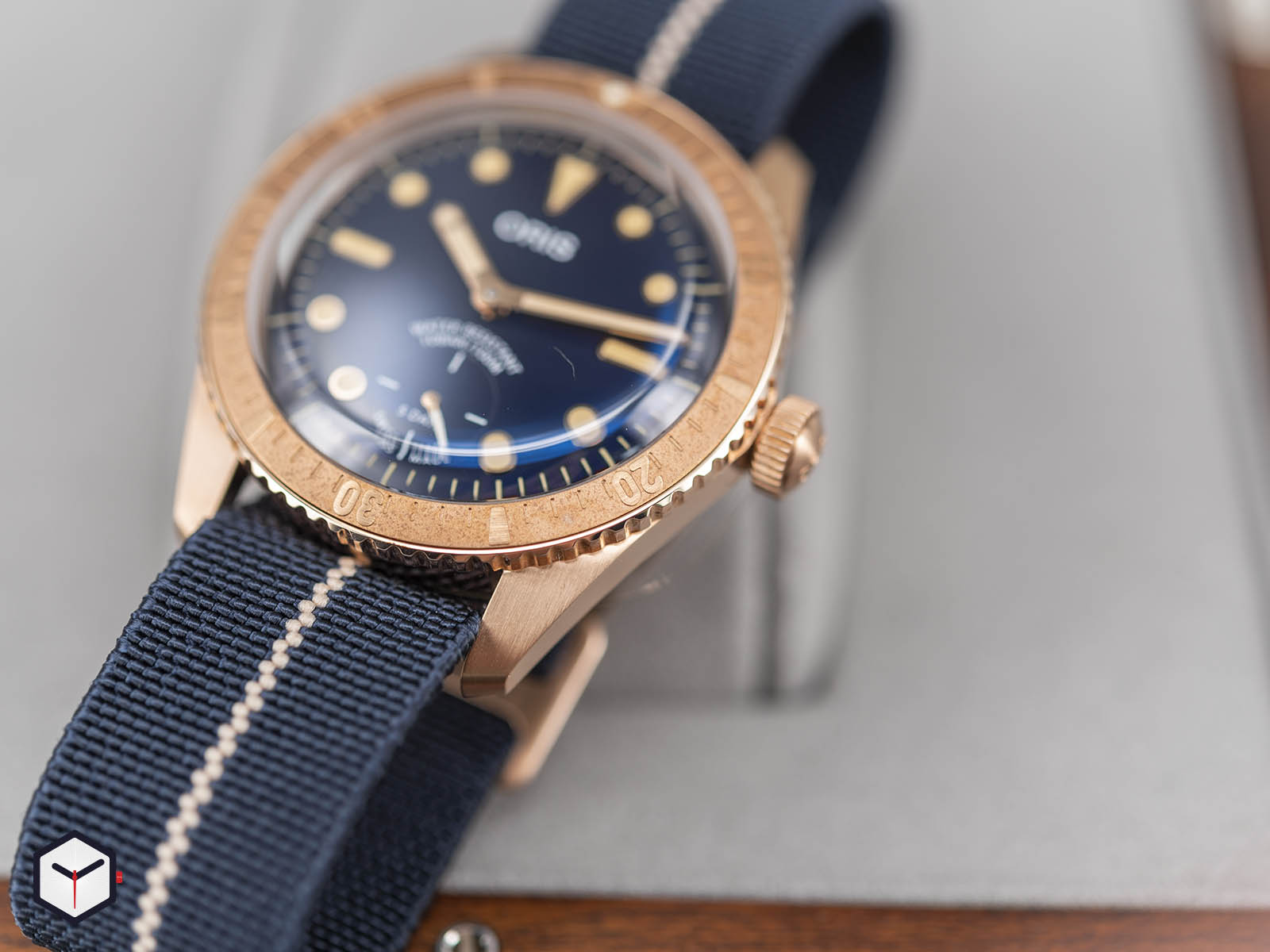 01-401-7764-3185-oris-carl-brashear-calibre-401-limited-edition-4.jpg