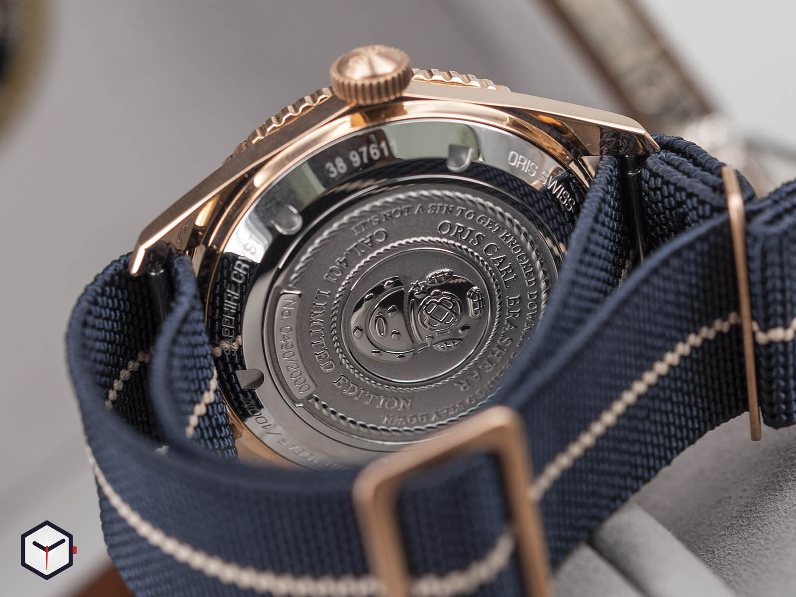01-401-7764-3185-oris-carl-brashear-calibre-401-limited-edition-6.jpg