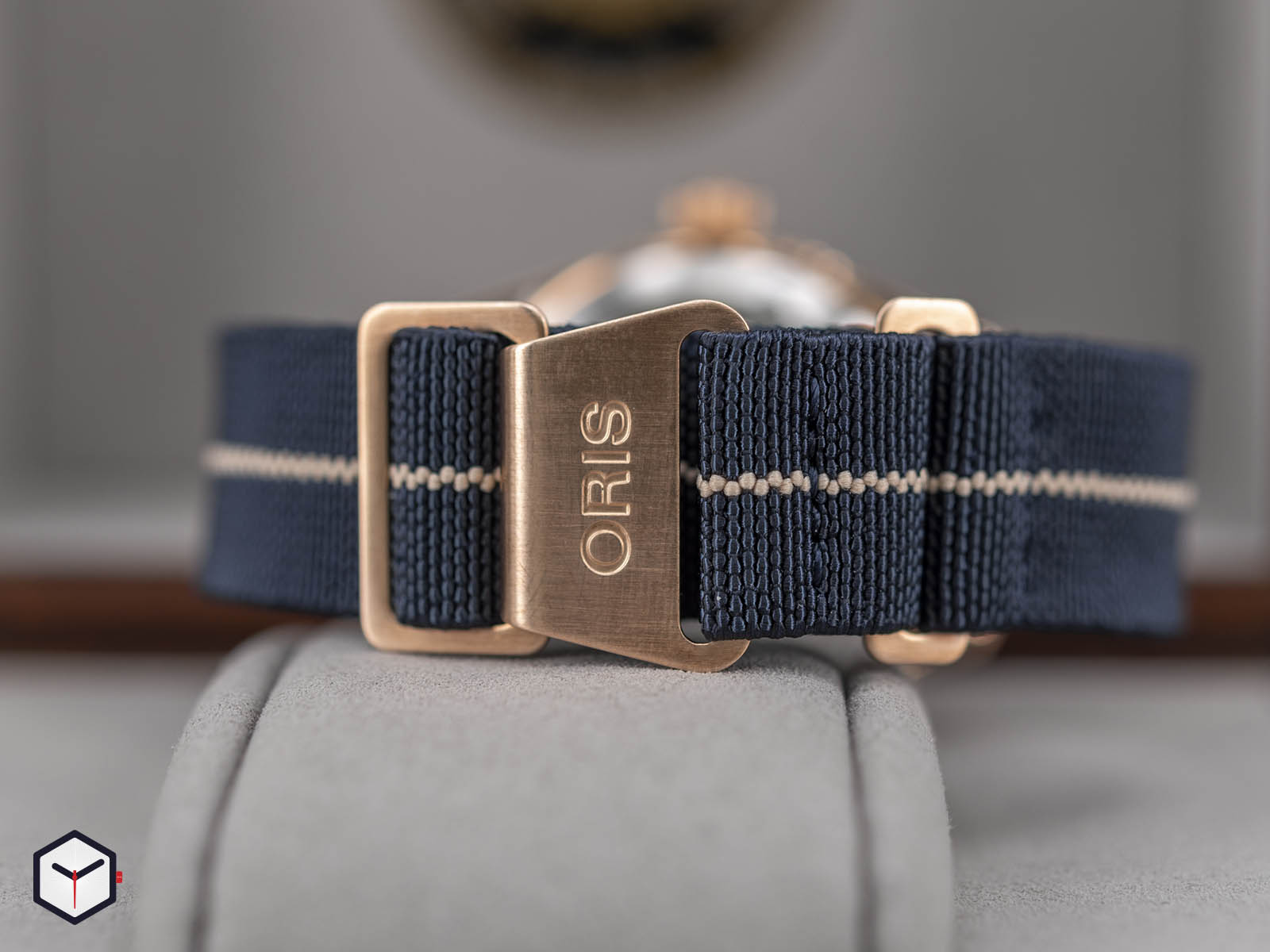 01-401-7764-3185-oris-carl-brashear-calibre-401-limited-edition-7.jpg