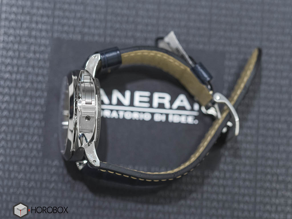 Officine-Panerai-Luminor-1950-GMT-PAM689-8-.jpg