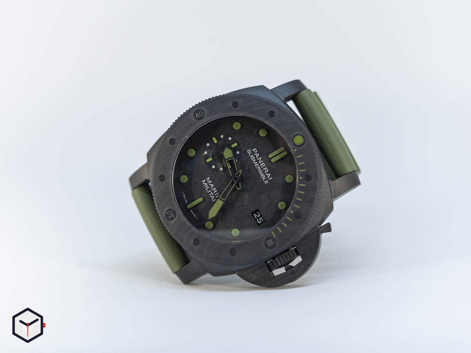 pam00961-officine-panerai-submersible-marina-militare-carbotech-47mm-sihh-2019-2.jpg