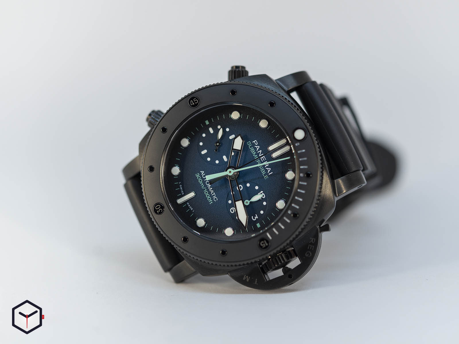 pam00983-officine-panerai-submersible-chrono-guillaume-nery-edition-47mm-sihh-2019-2.jpg