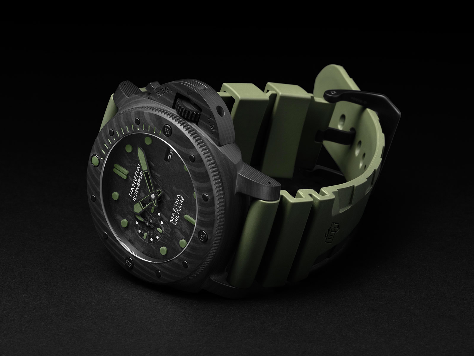 pam00961-officine-panerai-submersible-marina-militare-carbotech-1-.jpg