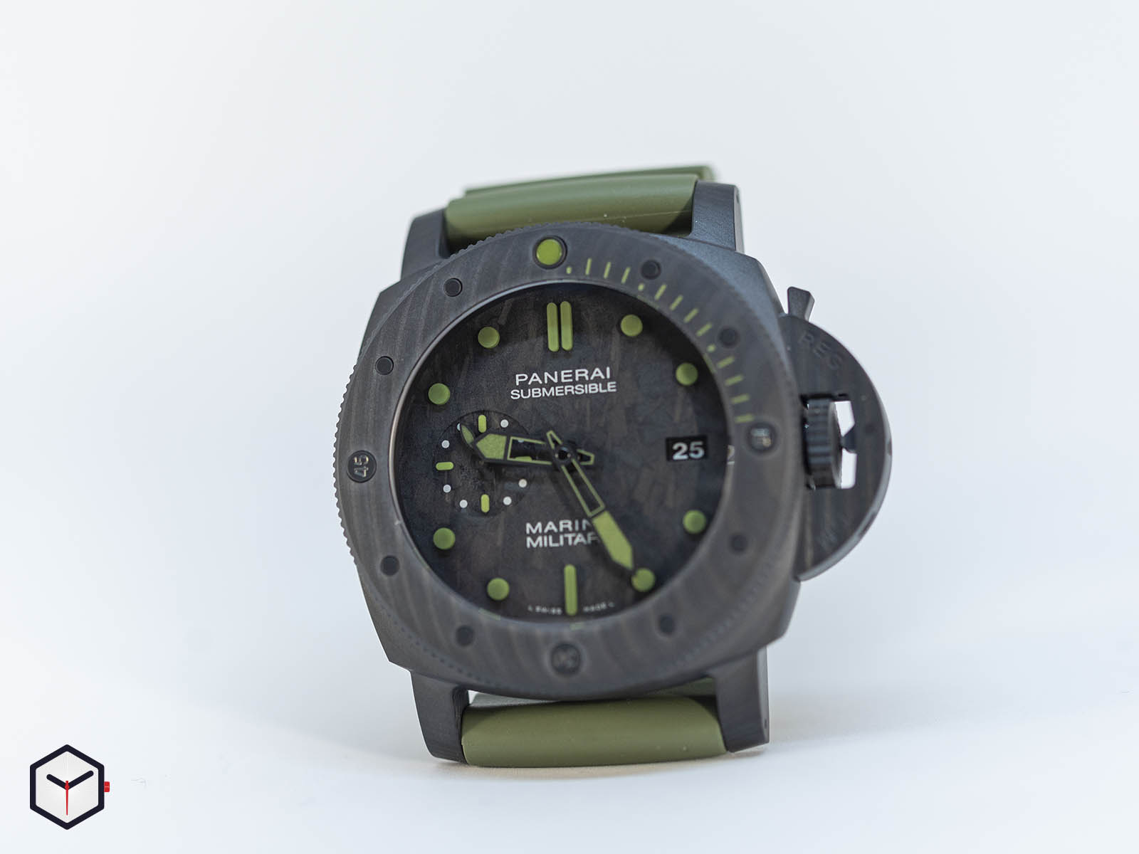 pam00961-officine-panerai-submersible-marina-militare-carbotech-8-.jpg
