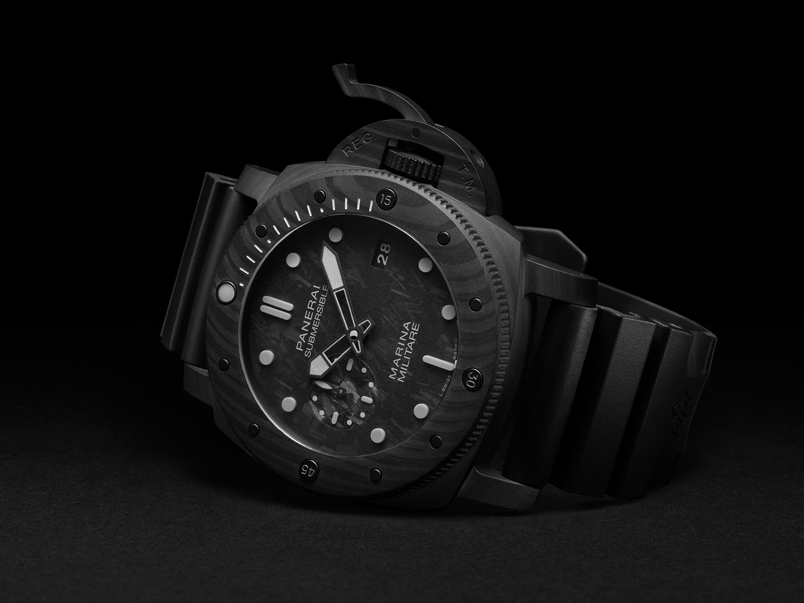 pam00979-officine-panerai-submersible-marina-militare-carbotech-1-.jpg
