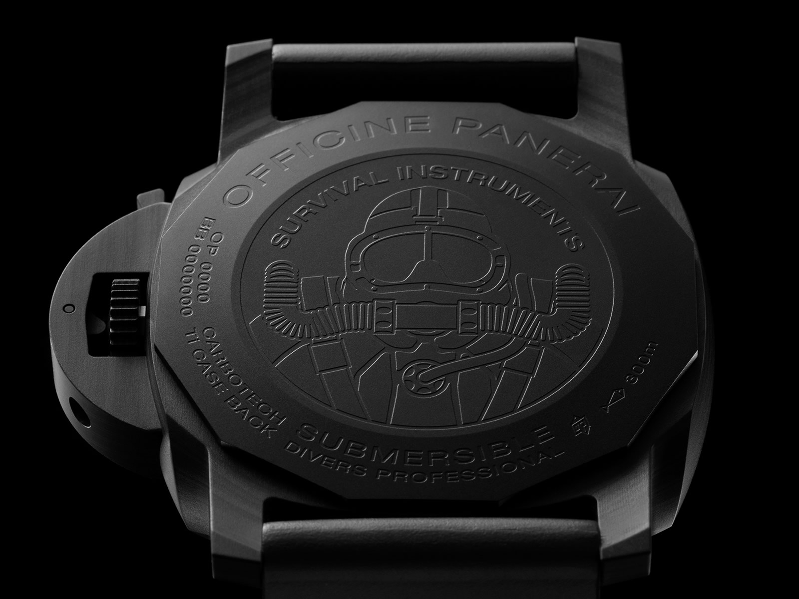 pam00979-officine-panerai-submersible-marina-militare-carbotech-4-.jpg