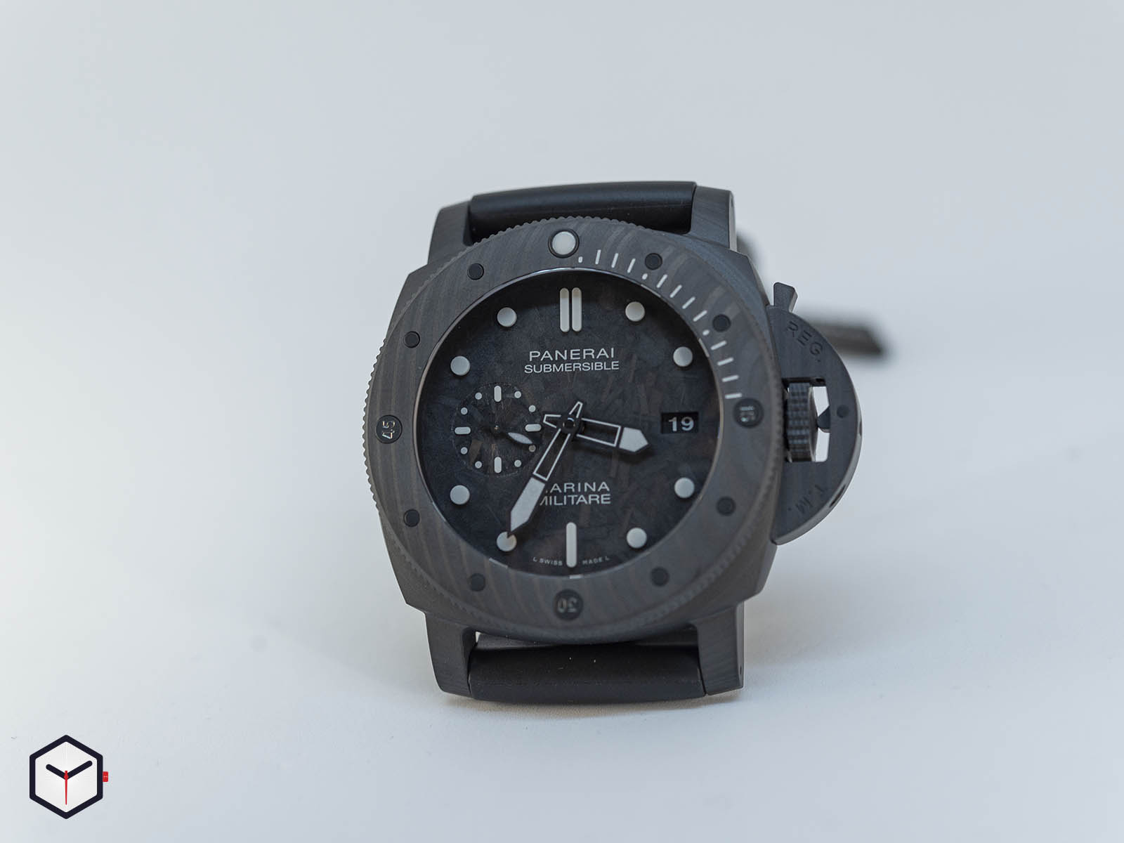 pam00979-officine-panerai-submersible-marina-militare-carbotech-7-.jpg
